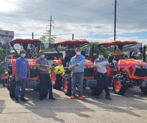 Mga kooperatiba sa Sultan Kudarat, nabiyayaan ng mga traktora at IT equipment