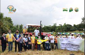 Four-wheel drive tractor ipinagkaloob ng DA-4B para sa Aramaywan Corn Cluster Association